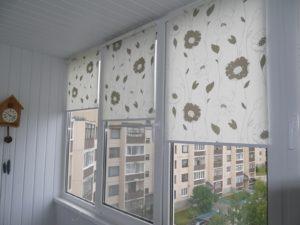 Установка рулонных штор на пластиковые окна в Астрахани